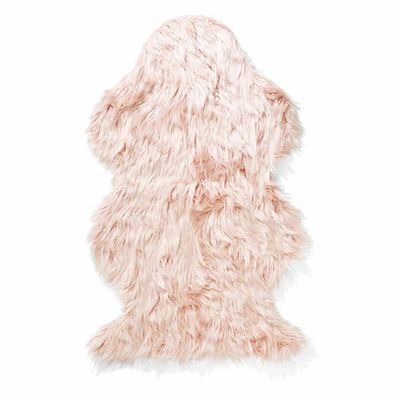 "Wellington faux fur rug pink, $19, <a href=""http://www.kmart.com.au/product/wellington-faux-fur-rug---pink/820919"" target=""_blank"">Kmart</a>"