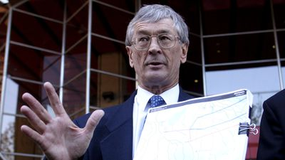 'Flying schools are closing down': Dick Smith's plea to save aviation industry