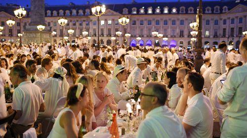 Thousands flock to exclusive Paris flash mob picnic