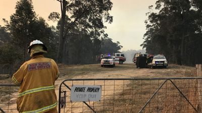 Chopper pilot dies fighting bushfire