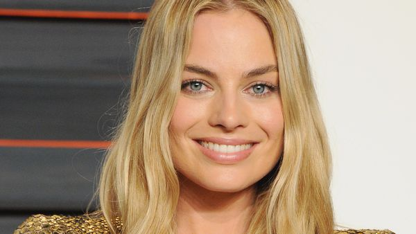Aussie women like their brows natural yet shapely. Take a cue from Margot Robbie.