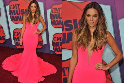 It's official... US star Jana Kramer has the most perfect tan we've ever seen.<br/><br/>LeAnn Rimes, take note.