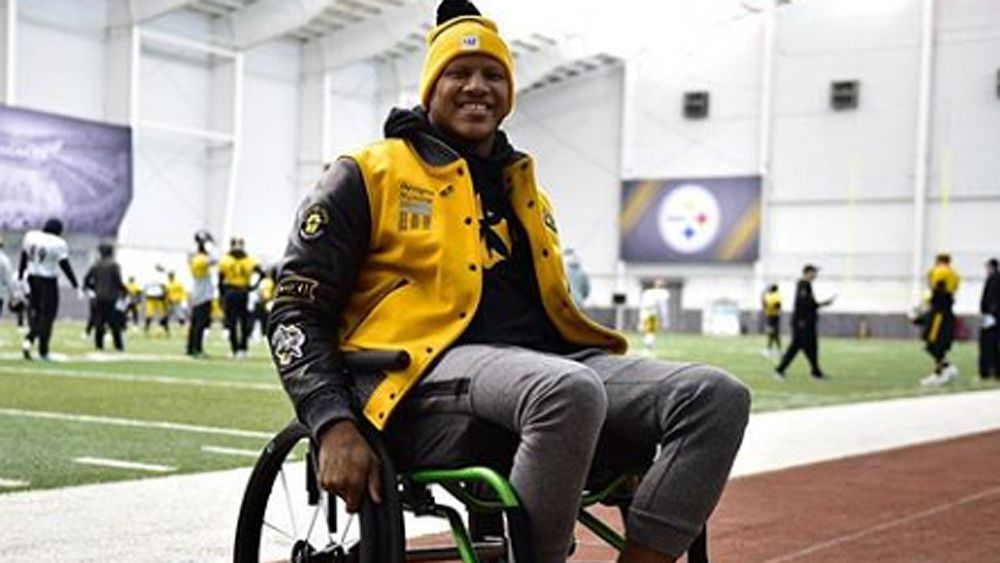 NFL star with spinal injury Ryan Shazier stands to fans' applause in heartwarming moment