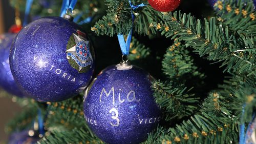 Christmas decorations represent the latest Victorian road toll. (AAP)