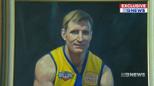 Unique collectors' items from the coaches' box used by Adam Simpson and Ross Lyon will be sold to the highest bidder. (9NEWS)