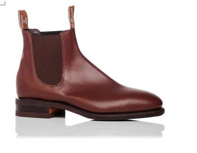 "<a href=""http://shop.davidjones.com.au/djs/en/davidjones/craftsman-yearling-boot"" target=""_blank"">R.M.Williams Classic Craftsman Yearling Boot, $545.</a>"