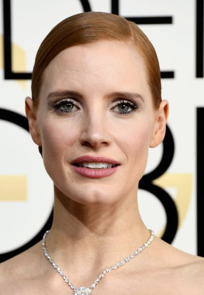 <p>Jessica Chastain opted for a sleek, pulled-back hair style that flattered her bone structure and swn-like neck. Eyes sparkled with a touch of shimmer.</p> <p>Image: Getty.</p>