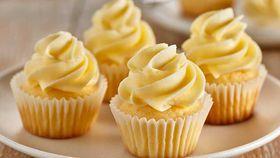 Classic vanilla buttercream icing cupcakes
