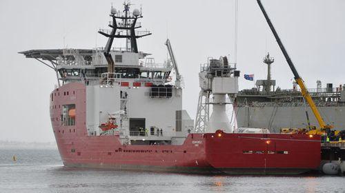 ADV Ocean Shield prepares to leave Perth. (AAP)