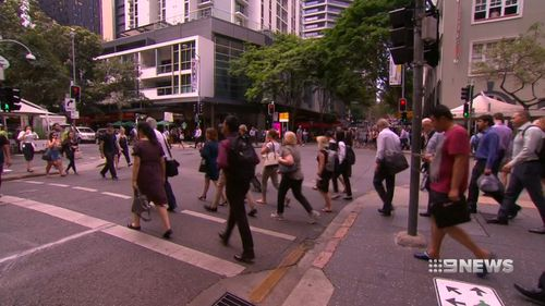The Pedestrian Council of Australia has called for distracted pedestrians who cross roads while using mobile phones or sound-cancelling headphones to face a $200 fine.