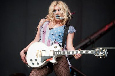 "<b>Ke$ha</b> is pretty brave to admit she wants to bed a chubby, older man…She once admitted she wants to have sex with comedian, <b>Ricky Gervais</b>, saying: ""That fat guy who's in The Office. I'd hit that,"" Yew! Or ew?"