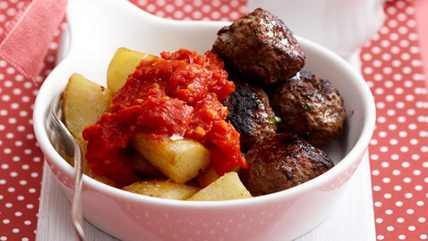 Meatballs with potatoes and tomatoes