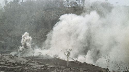 Lava flows down Mount Agung following eruption in 1963. (AAP)