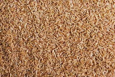 Brown rice: 2.7g fibre per cup