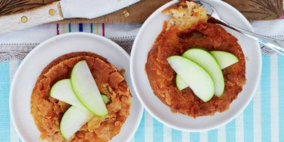 Apple cakes with crackled butter topping