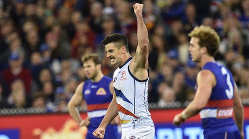 Adelaide Crows sneak home in exhilarating elimination final win over Western Bulldogs