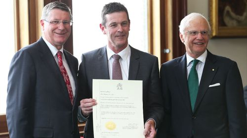 Nationals MP Russell Northe (centre) poses for a photograph with then Premier Denis Napthine (left) and then Governor General Alex Chernov after being sworn into the Victorian Cabinet in 2014. (AAP)