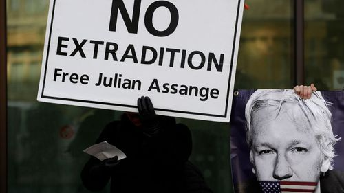Rapper MIA supports Julian Assange at court