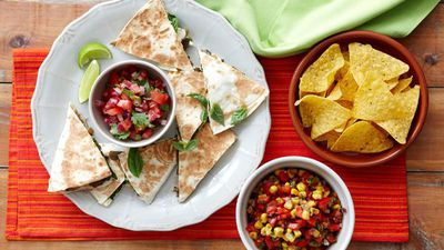 "<a href=""http://kitchen.nine.com.au/2016/05/16/11/55/spinach-and-mushroom-quesadillas"" target=""_top"">Spinach and mushroom quesadillas</a>"