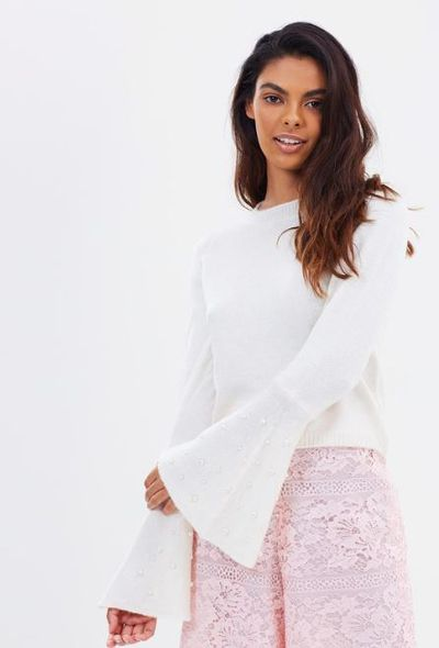 "<a href=""https://www.theiconic.com.au/pearl-flute-sleeve-jumper-582059.html"" target=""_blank"" title=""The Iconic&amp;nbsp; Pearl Flute Sleeve Jumper"" draggable=""false"">The Iconic Pearl Flute Sleeve Jumper</a>, $34.98<br>"