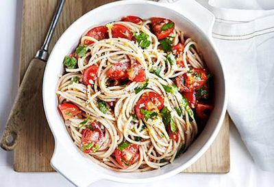 Buckwheat spaghetti with tomato