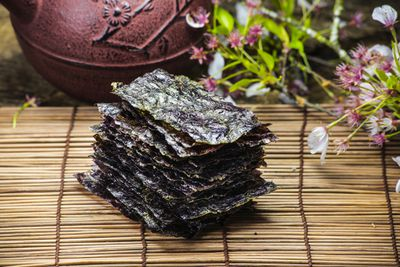 <strong>Roasted seaweed sheets (30 calories per serve)</strong>