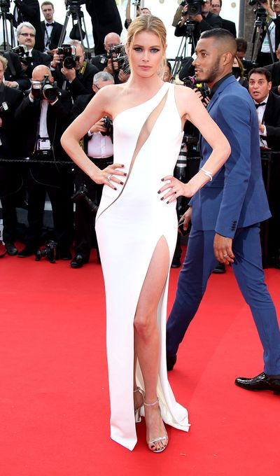 <p>Doutzen Kroes in Versace</p>