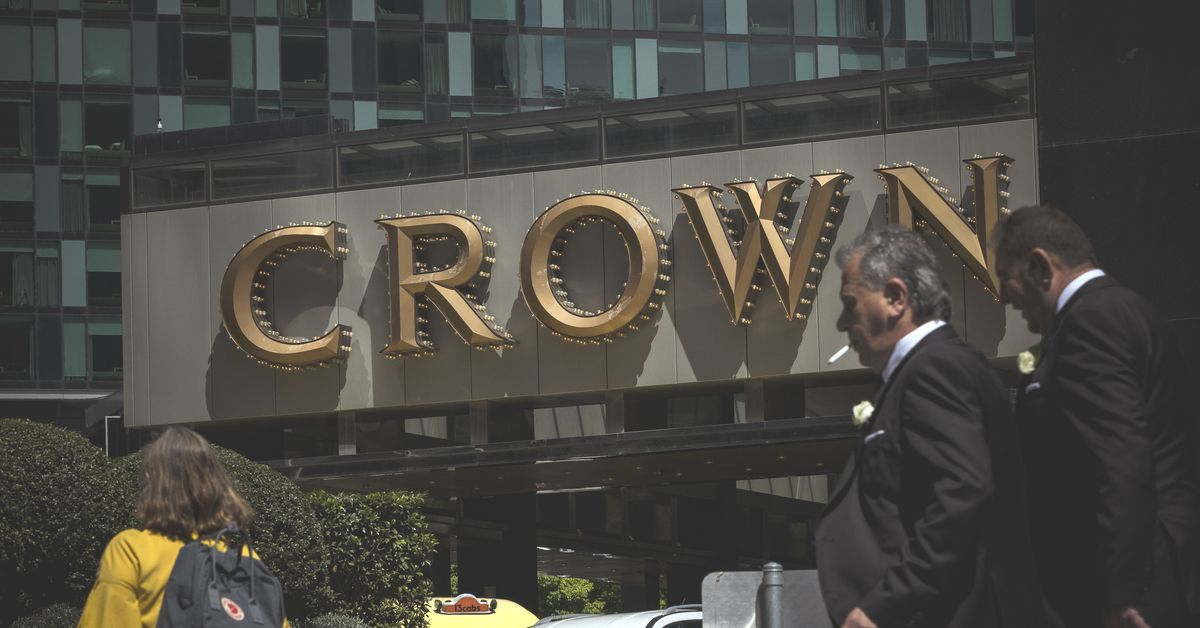 Crown Melbourne to stand down majority of staff but give one-off payment during lockdown – 9News