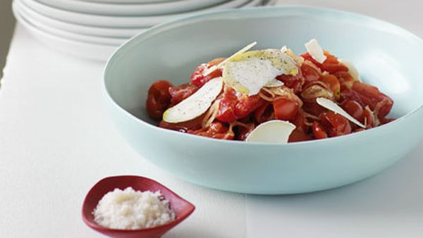 Torn tomato salad with goat's cheese