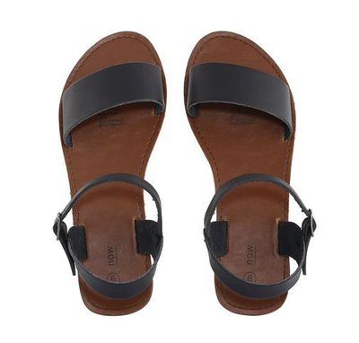 "<a href=""http://www.kmart.com.au/product/y-back-casual-sandals/1344864"" target=""_blank"">K-Mart Y-Back Casual Sandals, $6.</a>"