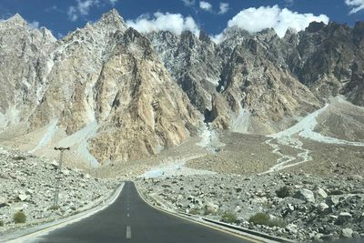 Karakoram Highway, Pakistan and China