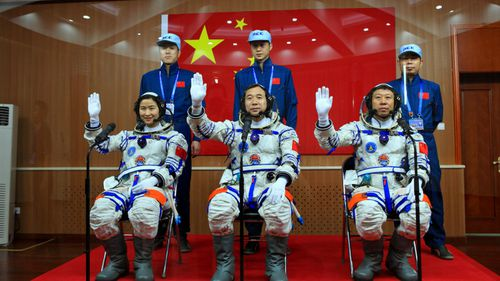 The crew of the Tiangong-1 before its 2012 launch. (Photo: AP).
