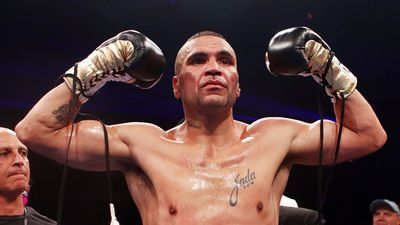 Anthony Mundine KOs Tommy Browne in second round