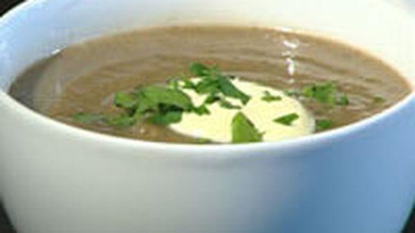 Jerusalem artichoke and mushroom soup