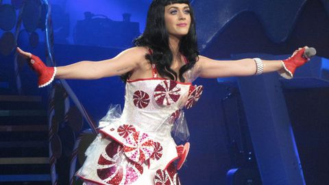 Danger boobs: Katy Perry's spinning bra banned over injury concerns