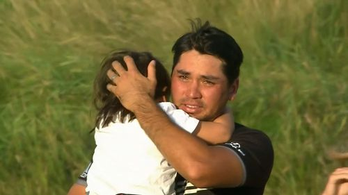 Jason Day hugs his son Dash after the win. (9NEWS)