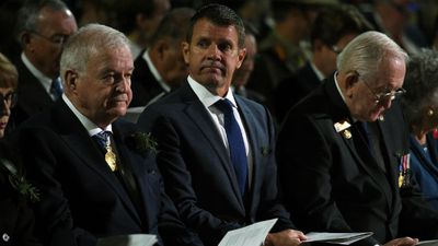 NSW Premier Mike Baird in attendance at the dawn service in Sydney. (AAP)