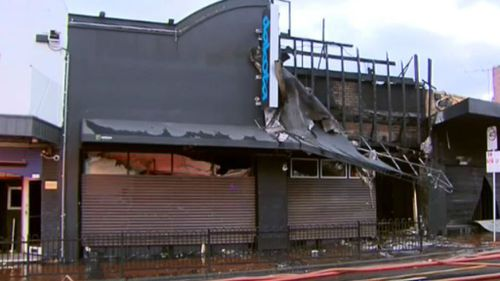 Witness saw dark car speed away after suspicious fire at nightclub in Melbourne's east