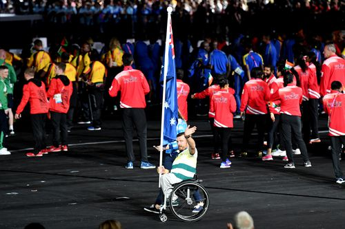 Kurt Fearnley was cheered when he made his way into the closing ceremony. (AAP)