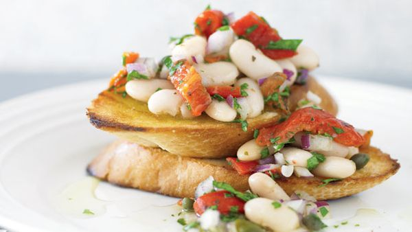 White bean and capsicum salad