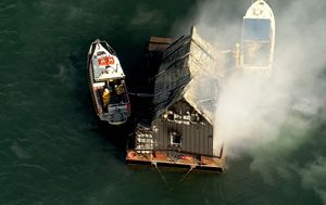 Houseboat goes up in flames and turned to ash in exclusive Sydney travel destination