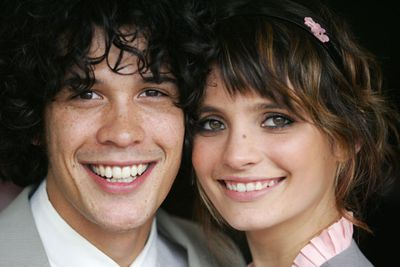Cute couple alert! These young'uns took their on-screen love off-screen too. But, like their character had done previously, they split up in March 2008. At least he didn't sleep with her mother like he did on the show!