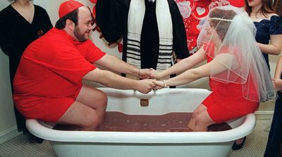<p>But Alex and Lisa don't have a monopoly on unusual weddings. Cheryl Minikes and Matthew Mandell were married in a bathtub full of hot chocolate in an fairly non-traditional Jewish ceremony on Valentine's Day in 1995.</p>