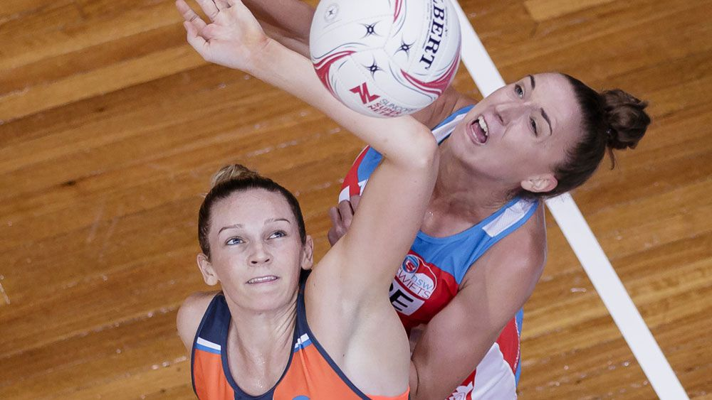 Giants goalshooter Jo Harten battle with Swifts player Sarah Klau. (Getty Images)