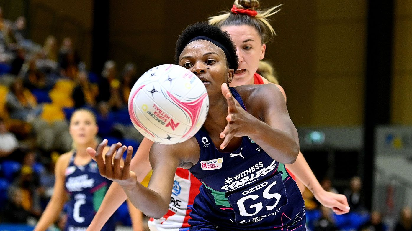 Mwai Kumwenda of the Vixens and Sarah Klau of the Swifts challenge for the ball