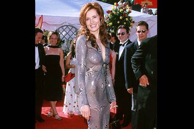 <b>Where she wore it:</b> The 52nd Annual Emmy Awards, 2000.<br/><br/><b>The look:</b> The patterns on this dress may induce severe headaches.