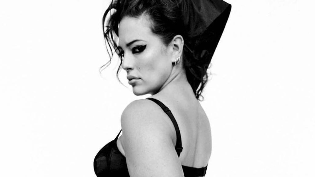 Ashley Graham shows off lumps and bumps
