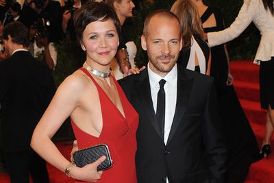 Maggie Gyllenhaal looked stunning in a risqué red dress. Lucky husband Peter Sarsgaard was on hand to spot any impending wardrobe malfunctions!