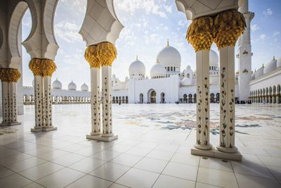 <strong>3.&nbsp;Sheikh Zayed Mosque&nbsp;&ndash; Abu Dhabi, United Arab Emirates</strong>