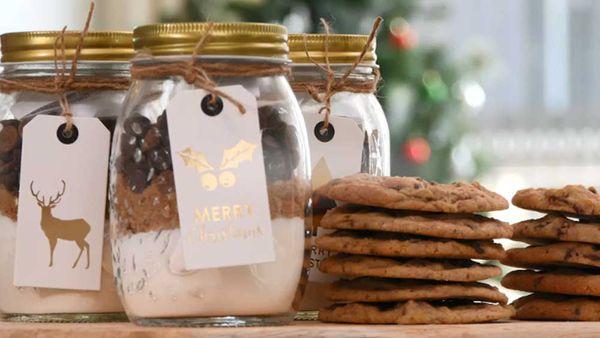The no-bake cookie jar gift hack